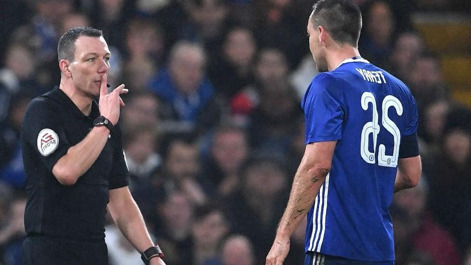 Conte : Terry tak layak diganjar kartu merah